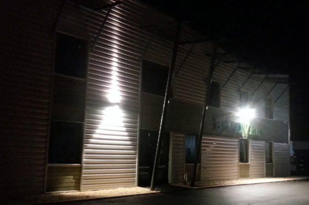 Vue du bâtiment Burovert® Toucy de nuit.